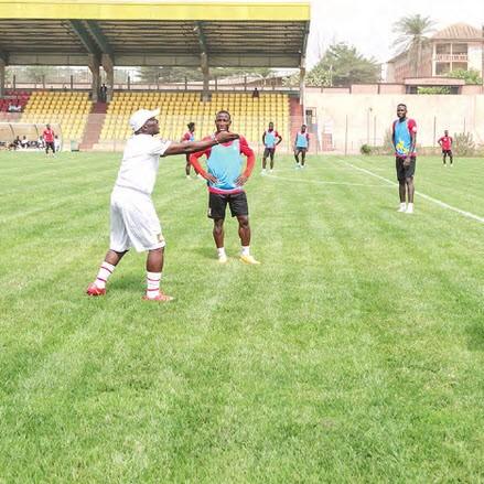 CAMEROUN :: Yaoundé-Mfandena : On prend les premiers repères :: CAMEROON