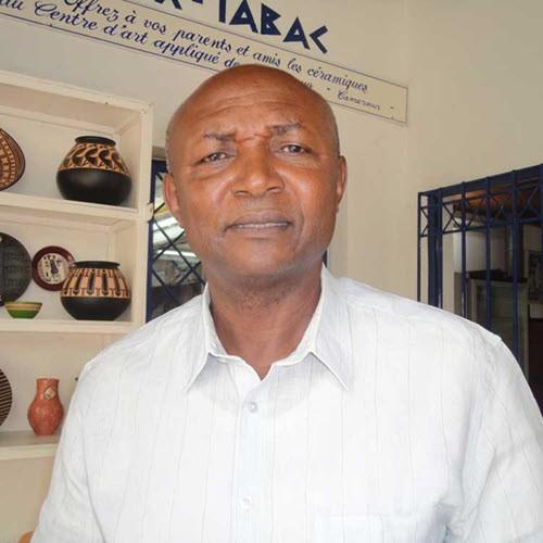 CAMEROUN :: Mondial 90 : Les entraineurs veulent aussi des logements :: CAMEROON