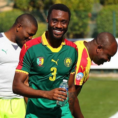 CAMEROUN :: Nicolas Nkoulou affiche son soutien à Georges Floyd après avoir marqué un but lors de la reprise du Championnat en Italie. :: CAMEROON