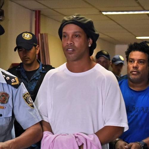 BRÉSIL :: Ronaldinho pourrait disparaître de FIFA 20 après son passage en prison :: BRAZIL