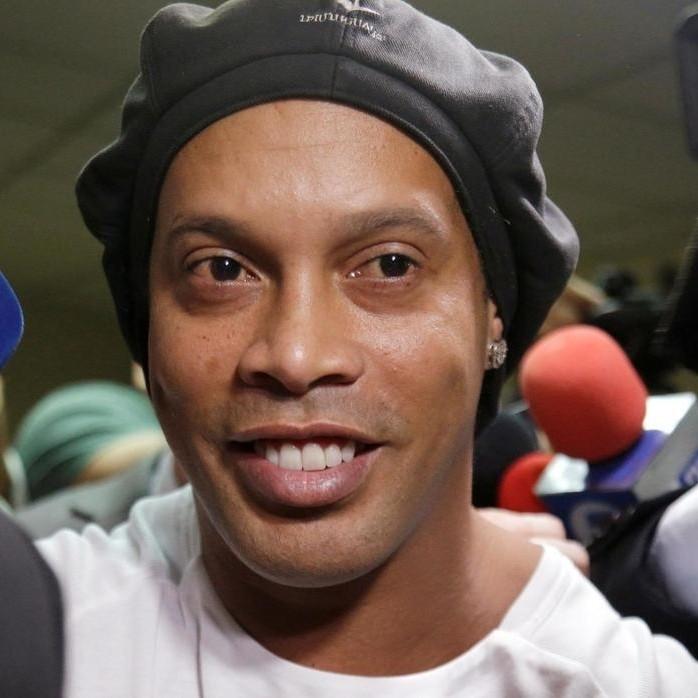 BRÉSIL :: Le soutien d'Eto'o à Ronaldinho :: BRAZIL